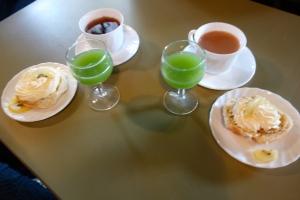 Kiwi juice, scone and tea