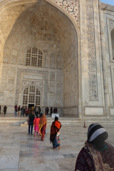Line to go inside Taj Mahal