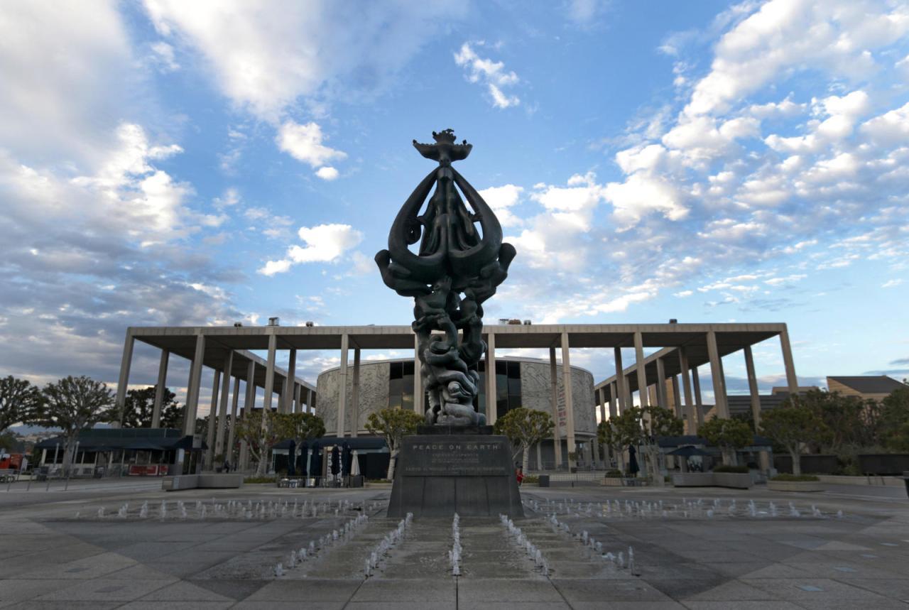 la-et-peace-on-earth-sculpture-20141111